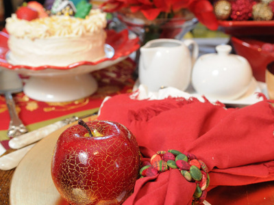 DECOR: The Holiday Table