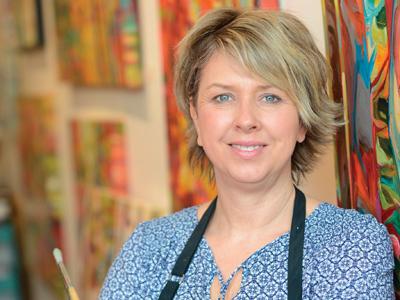 ARTIST PROFILE: Julia Veenstra